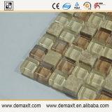 La parete copre di tegoli il mosaico di marmo e di vetro