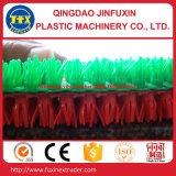 Machine de fabrication de tapis d'herbe artificielle en plastique
