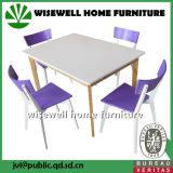 Eichen-Esszimmer-Tisch mit 4 hölzernen Stühlen