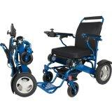 E a plié le fauteuil roulant de pouvoir pour les handicapés faciles prennent au bus de métro de train d'avion