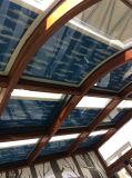 屋根および日除けのための曲げられた細胞か蜜蜂の巣によって絶縁されるガラス陰