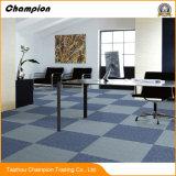 商業使用法のオフィスPVC床100% PPのカーペットは50X50の100% PPのファイバーのタイルのカーペット、オフィスのカーペットのタイルのためのモジュラーカーペット、PVCカーペットをタイルを張る