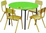 Table ronde en bois de bâti en métal