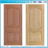 木製のベニヤが付いている形成された深く10mmの合板のドアの皮