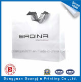 Nach Maß weiße Packpapier-Einkaufstasche mit Farbband-Griff