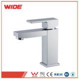 Utiliser la salle de bains Conception carrée navire sanitaires Faucet UPC pilier de l'eau chaude et froide robinet du lavabo