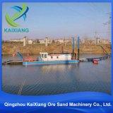 川の小さい川の砂のカッターの浚渫船