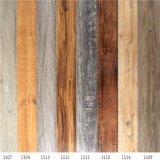 Uso interno assoalho de madeira gravado da prancha do vinil da grão