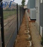 공장에 의하여 철망사 담을 직류 전기를 통했다 358 반대로 상승 방호벽이 반대로 올라간다