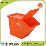 Schöner bunter Plastikablagekasten für Papier