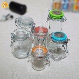 De minidie Kruik van het Kruid van het Glas in Huis wordt gebruikt