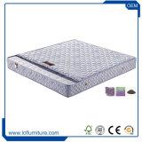 新しいデザイン薄い耐久のベッドのマットレスのロゴは安く自然なタケばねの慰めのマットレスを設計した
