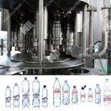 El agua pura, máquinas de llenado de botellas de plástico