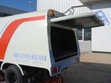 De Vrachtwagen van de straatveger met Schoonmakende Borstels en Water die Fuction bespuiten