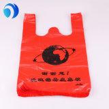 プラスチックによってカスタマイズされる赤いTシャツのショッピング・バッグ