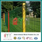 Triángulo que dobla la cerca soldada metal galvanizada cubierta PVC del jardín