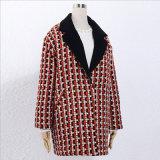 Долго Клетчатую шерсть шерстяной тканью нанесите на резьбу для одежды женщины