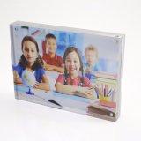 Bâti magnétique acrylique clair d'étalage de photo