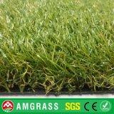 Erba artificiale di vendita calda, moquette artificiale poco costosa dell'erba del tappeto erboso della parete artificiale artificiale dell'erba