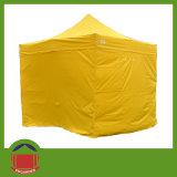 حارّ يفرقع يبيع فوق خيمة مع حائط جانبيّ
