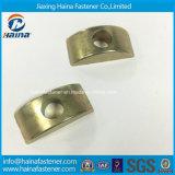 Stock Alliage d'acier Demi-lune Ecrou de noix de meubles en plastique Noyau à moitié rond laveuse Noix