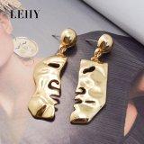 간단한 빛나는 금에 의하여 도금된 초상화 모양 불균형은 하락 귀걸이를 매단다