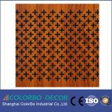 De baixa frequência absorver a placa acústica de madeira