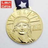Medaglia interna personalizzata del premio del metallo di sport del pezzo fuso del foro di grande formato antico di disegno 3D per la promozione di uso del ricordo