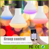 アマゾンAlexaはWiFi Tuya APP/GoogleホームA19 9W RGBW LEDの球根をスマートなLEDの電球の使用を制御した
