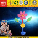 Jeux drôles de synthons de fleur de gosses pour des enfants