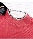 Strickendes Kleid mit Spitze-Gewebe