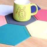 De kleurrijke RubberOnderlegger voor glazen van pvc van de Kop van de Koffie van het Embleem van de Douane Antislip Zachte