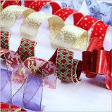 クリスマスのギフトのパッキングアクセサリのリボン