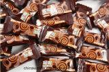 Caramelo de chocolate y empaquetadora automáticos llenos de la almohadilla del alimento que introducen