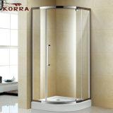 Recinto de ducha cuadrante con una puerta de pivote