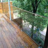Cerca de la plataforma escalera espita de la construcción de la baranda de vidrio templado