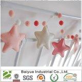 Ghirlanda Handmade dei Pompoms del feltro per la decorazione delle stanze dei bambini di DIY
