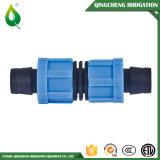 Legare il montaggio con un nastro per l'irrigazione piana del micro del tubo di disposizione