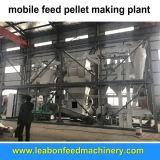 Piccoli piani dell'azienda agricola casalinga muoiono la macchina della pallina dell'alimentazione di pollo del pollame