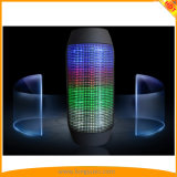 MiniBluetooth LED heller Lautsprecher, Hände geben Lautsprecher frei