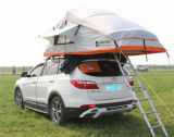 Partito dell'amico e tenda di campeggio della parte superiore del tetto dell'automobile della famiglia SUV