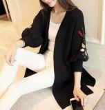 Пункт длинный свитер Вязаная кофта женщин вышивка фонарем гильз (BTQ200)