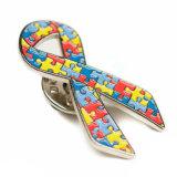 Puzzle de couleurs multiples Pattern Épinglette de ruban de l'autisme