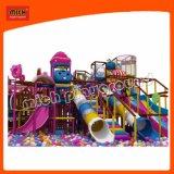 Comercial de color rosa suave en el interior de los niños Playground