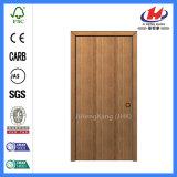 Puerta enrasada de madera moldeada pintada del diseño interior de Prehung