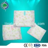 Almofadas sanitárias individualmente envolvidas das mulheres do uso da noite feitas em China