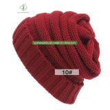 Chapeau chaud extérieur de tricotage ordinaire rayé de laines de chapeau de l'hiver de l'Europe