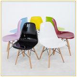 Einfache Hauptstühle mit schwarzem pp.-Sitz