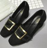 女性または女性のハイヒールの靴革の女性の靴