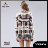 縁を付けられたレディース格子縞のセーターのカーディガン